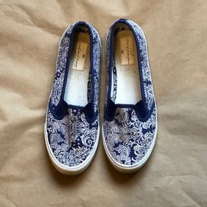 L.O.G.G. White & Blue Canvas Shoes Sz. 8